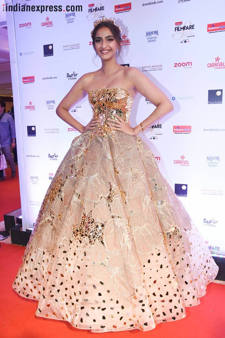 sonam kapoor at filmfare glamour and style awards