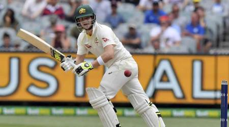 I look at some of the best players around the world and try to bat like them, reveals Steve Smith