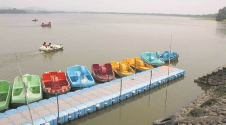Chandigarh: Sukhna Lake water douses Kasaulifires