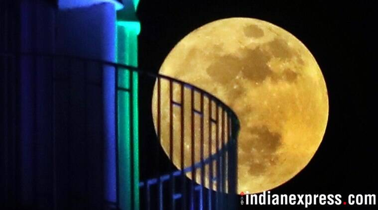 Indian stargazers feel the cosmic pull of 'Supermoon'; see pics