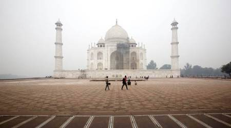 Supreme Court upholds order barring non-residents of Agra from namaz in TajMahal