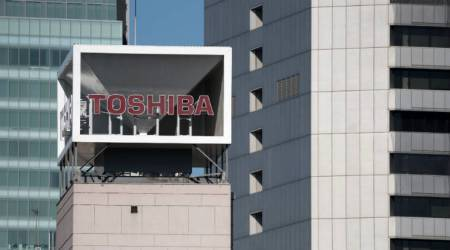 Toshiba expects to complete chip unit sale byJune