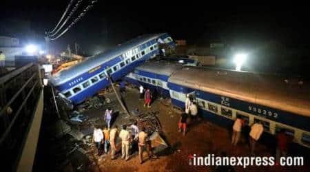 Three coaches of Mumbai-Howrah Mail derail at Igatpuri