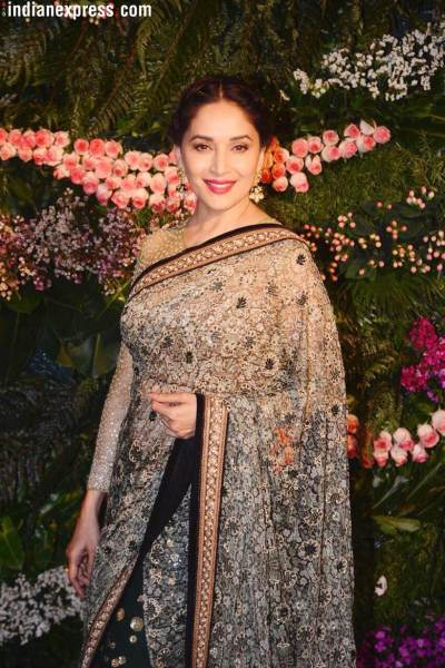 madhuri dixit at virat anushka wedding reception