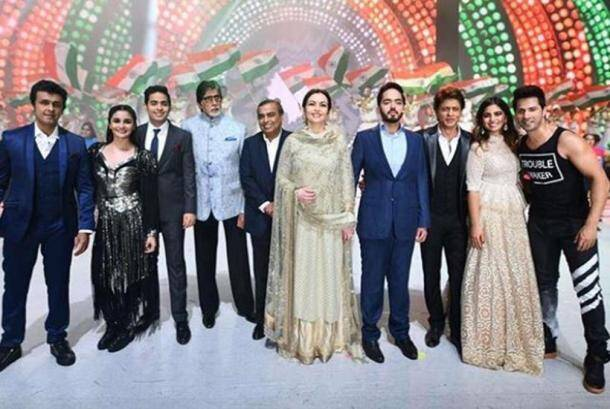 shah rukh khan, amitabh bachchan, varun dhawan and alia bhatt at reliance 40 years celebration