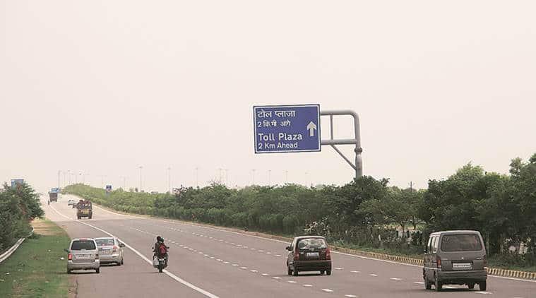 Yamuna Expressway, Greater Noida accident, Yamuna Expressway accident, Indian Express, India News