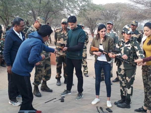 aiyaary team sidharth malhotra, manoj bajpayee, rakul preet at bsf camp in jaisalmer