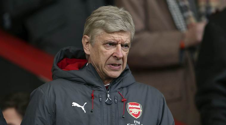 Arsene Wenger called referee Mike Dean