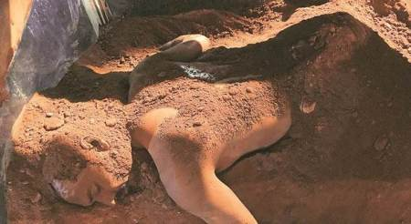 Bangladeshi artist Kabir Ahmed Masum Chisty on burying himself in soil, understanding his body