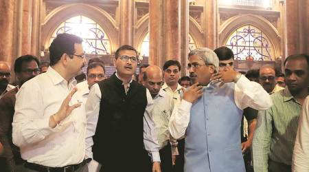 Railway Board chairman inspects CSMT building