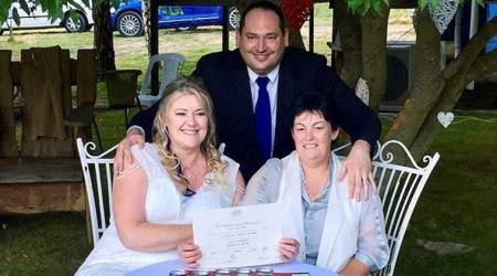 Gays marry in midnight wedding ceremonies across Australia