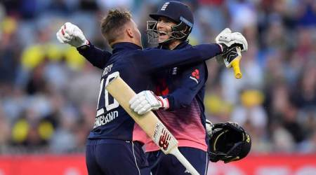 Jason Roy smashes 180 as England win by five wickets against Australia in Melbourne