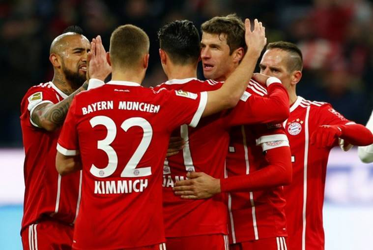 Doubles for Lewandowski, Muller puts Bayern 16 points clear