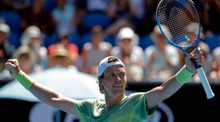 Australian Open: Tomas Berdych sweeps past Fabio Fognini into quarter-finals