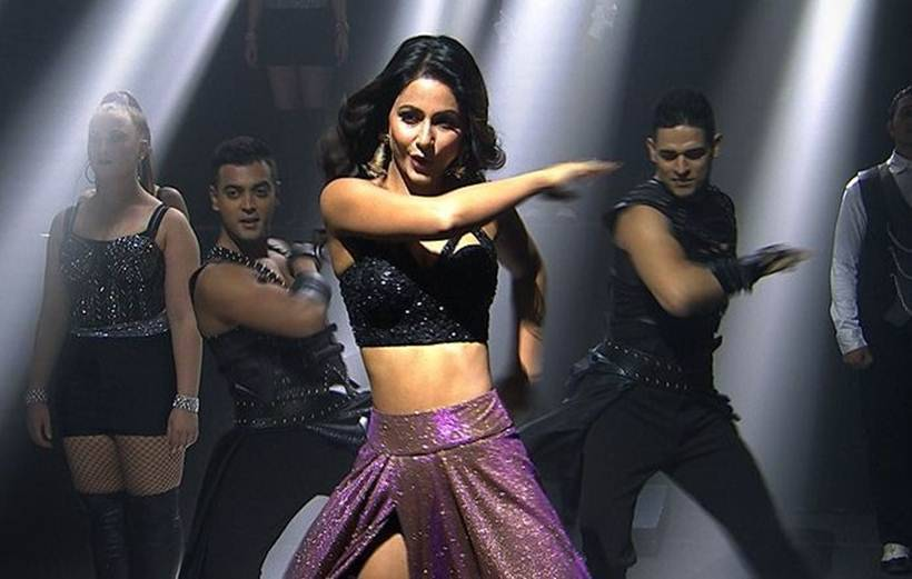 Hina khan performance
