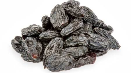 black raisins, black raisins benefits, black raisins advantages, when to eat black raisins, high blood pressure, cholestrol, acne removal, healthy skin, skincare, haircare, teeth health, bone health, indian express, indian express news