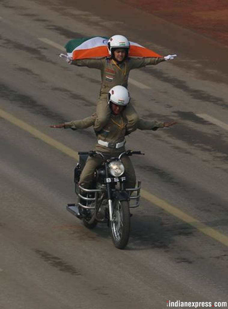 republic day 2018, republic day, BSF, BSF women personnwl, BSF janbaaz bikers, BSF women bikers, republic day parade, Rajpath bikes, BSF motorcyle contingent, BSF female bikers