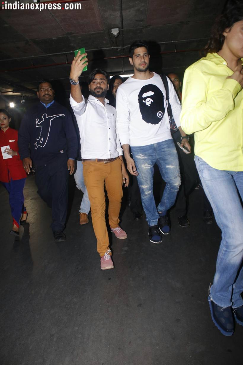 sidharth malhotra spotted at the airport