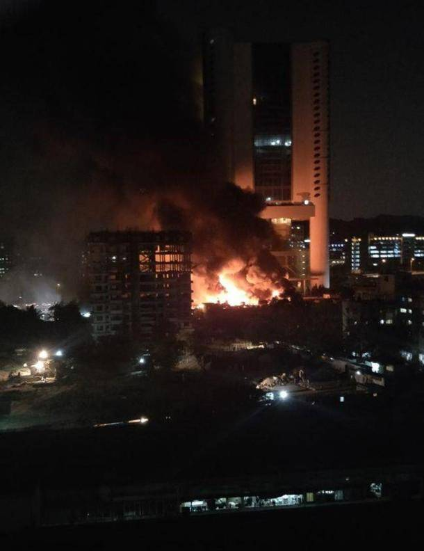 mumbai fire photos, cinevista studio fire images, latest mumbai fire pics, studio fire pictures, cinevista mumbai blaze, mumbai fire latest photos, indian express
