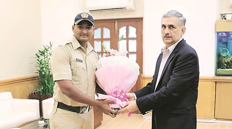 kamala mills fire, cop who saved lives, mumbai police, constable awarded for kamala mills fire, indian express