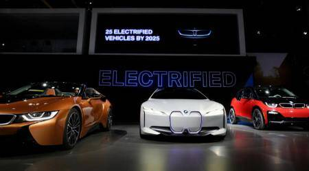Electric cars, battery-powered models, Tesla, Ford, General Motors, Toyota, Elon Musk, autonomous driving, driverless technology, lithium-ion batteries, Panasonic, solid-state batteries