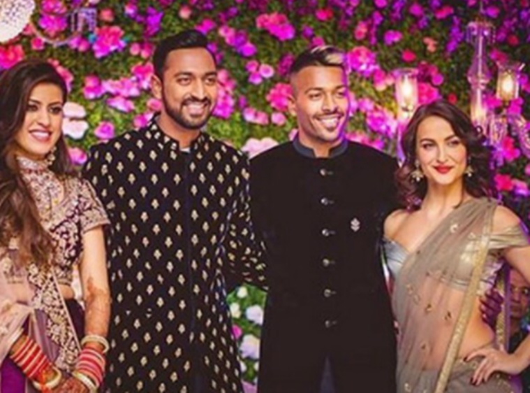 Elli AvrRam Hardik Pandya dating photos