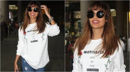 Esha Gupta, Esha Gupta latest photos, Esha Gupta fashion, Esha Gupta quirky tee, Esha Gupta casual style, Esha Gupta airport look, indian express, indian express news