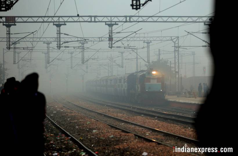 Fog continues in Delhi, 60 trains,18 flights delayed