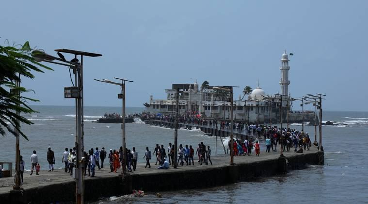 NGT asks MPCB to inspect pollution in sea around Haji Ali
