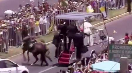 VIDEO: Pope Francis STOPS popemobile to check on policewoman thrown off horse
