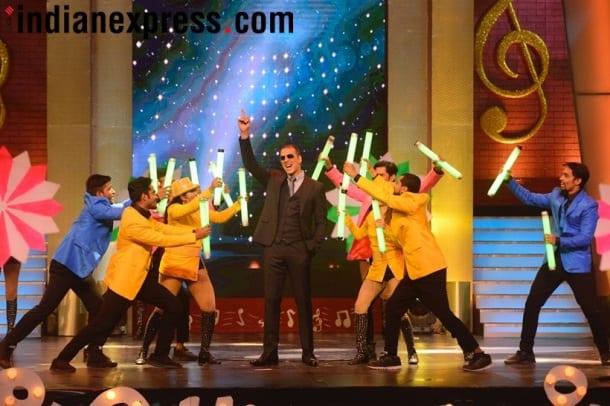 padman stars Akshay Kumar, Sonam Kapoor on Zee Marathi Sa Re Ga Ma Pa finale