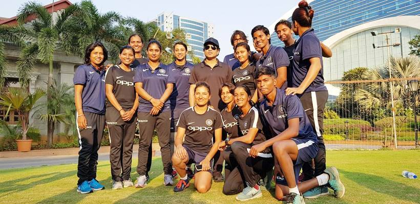 sachin tendulkar meets indian women cricket team