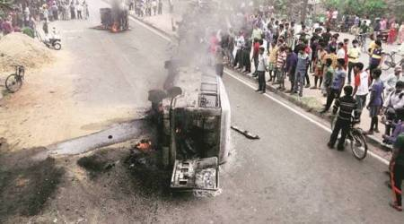 Four killed, 37 injured asovercrowded jeep overturns inMP