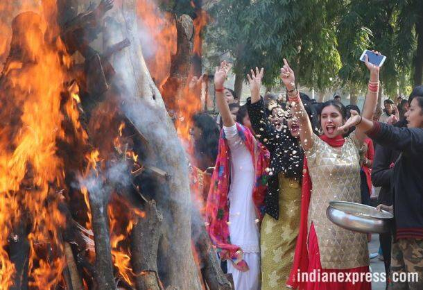 lohri, lohi photos, lohri images, lohri celebrations, lohri festival, lohri celebration photos, india lohri photos, lohri 2018, indian festivals, indian express
