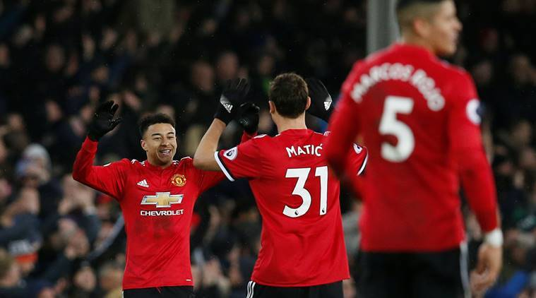 Manchester United go second with victory at Everton