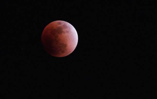 Lunar eclipse 2018: Stargazers witness rare 'Super Blue Blood Moon'
