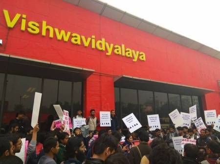 DU students 'occupy' Vishwavidyalaya metro station, protest against metro farehike