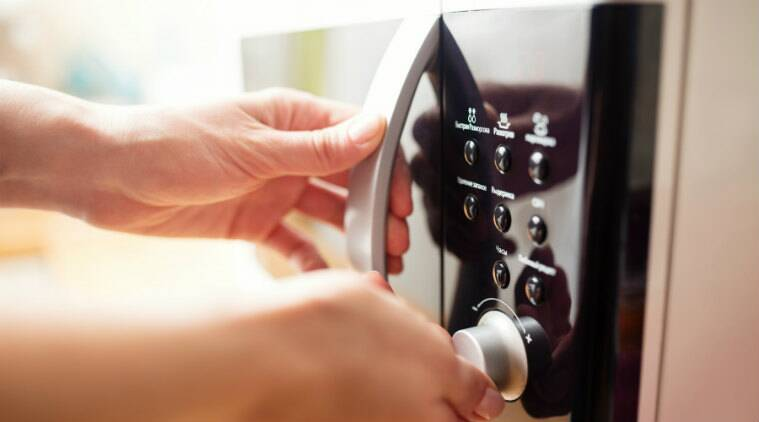 microwave, microwave hacks, microwave tips, do simple things using microwaves, how to use the microwave, microwave uses, microwave creative uses, indian express, indian express news