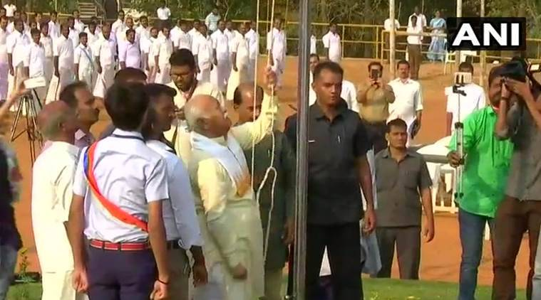 Despite govt circular, RSS chief unfurls tricolor at Palakkad school