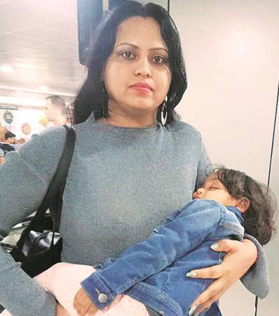go air, go air flight delayed, pune airport, air passengers stranded, passengers stranded at pune airport, mumbai news, indian express