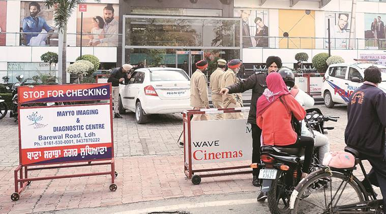 'Padmaavaat' protest: mob vandalises malls, torch vehicles in Ahmedabad