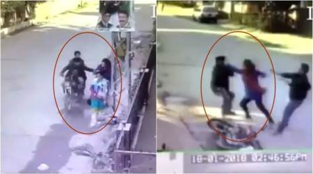 VIDEO: Watch this Pakistani woman beat up the thieves who tried to snatch her purse