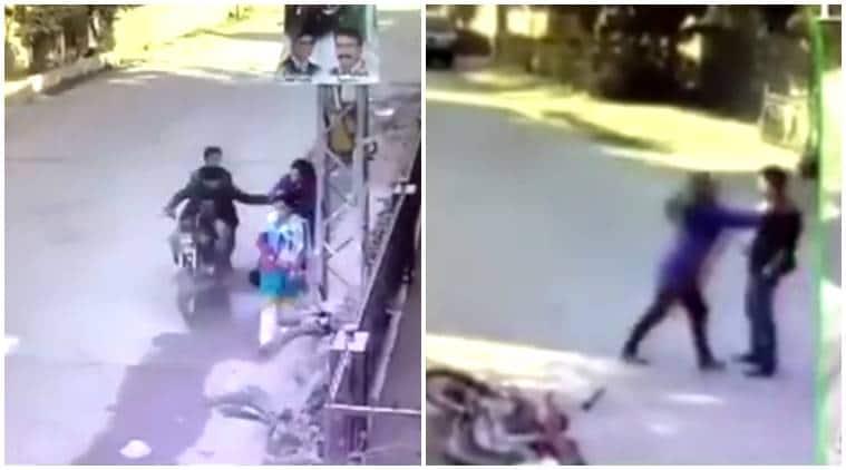 rawalpindi woman, woman beats robbers, woman beats robbers bike, robbers snatch purse, woman beats men snatch purse, indian express, indian express news