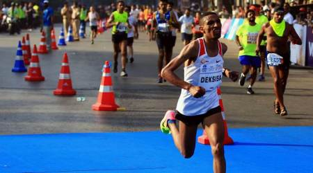 Heat and amateur runners take fun out of Mumbai Marathon