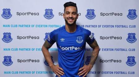 Theo Walcott leaves Arsenal after 12 years to join Everton