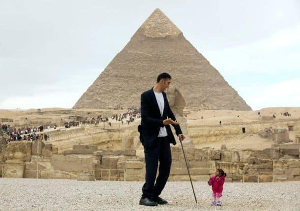 egypt, egypt pyramid, world tallest man, world smallest woman, world tallest man shortest woman, Giza Pyramids in Cairo, Jyoti Amge, Sultan Kosen, world news, odd news, viral photos, unusual photos