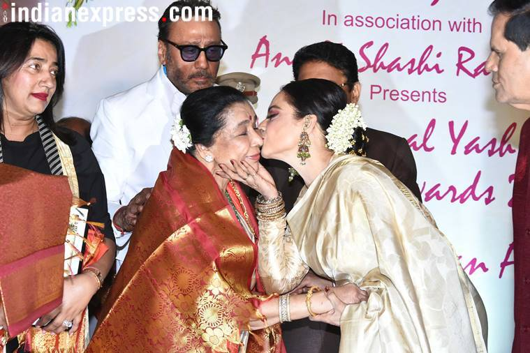 Asha Bhosle given away special award