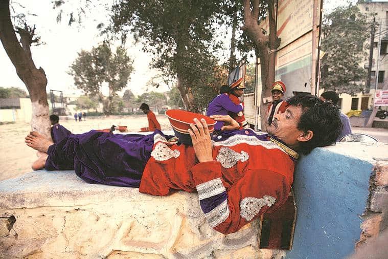 Behind the baaja, baraat, bandwallahs lives remain unseen in glitter