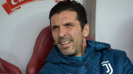 Gianluigi Buffon says will accept offer to play again forItaly