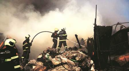 Mumbai: 17 fire tenders put out blaze in market